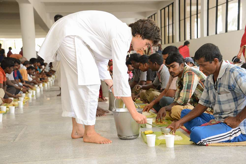 Volunteers Serve Sevadhars